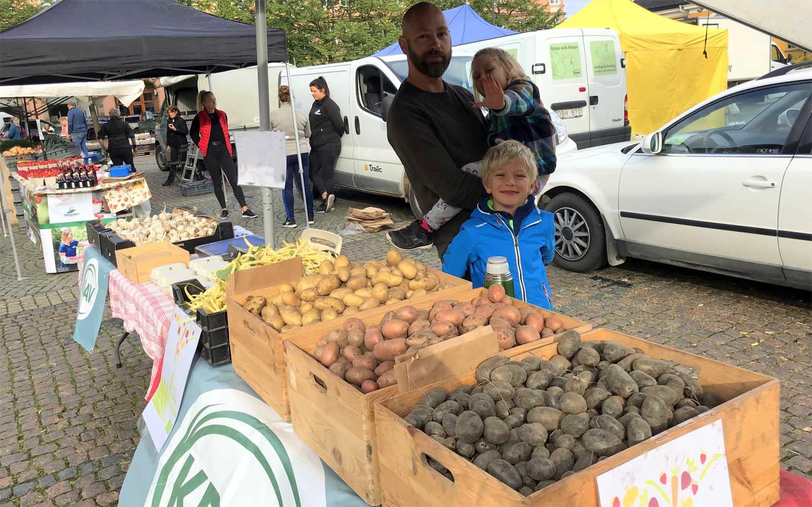 Vi säljer grönsaker på Bondens marknad